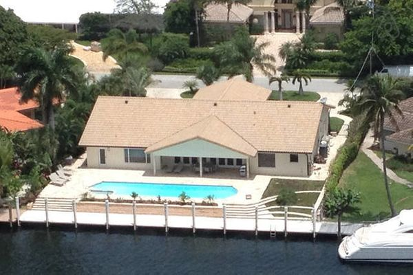 This waterfront property offers a pool and a 70-inch TV.<br>  <strong>City:</strong> Fort Lauderdale<br> <strong>Title:</stro