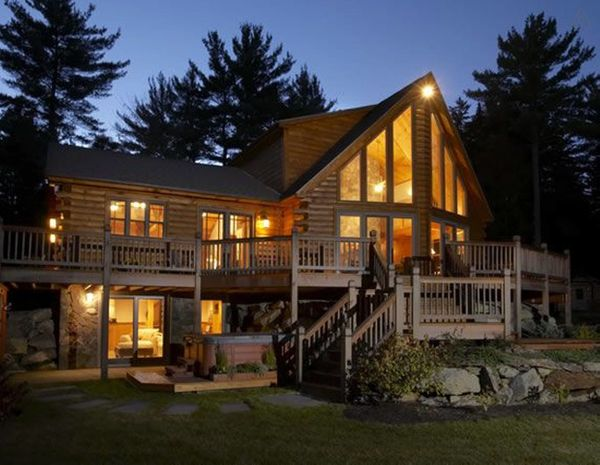 "The owners of this log cabin urge guests to ""escape to the mountains for a getaway.""<br> <strong>City:</strong> Danbury<br> <"