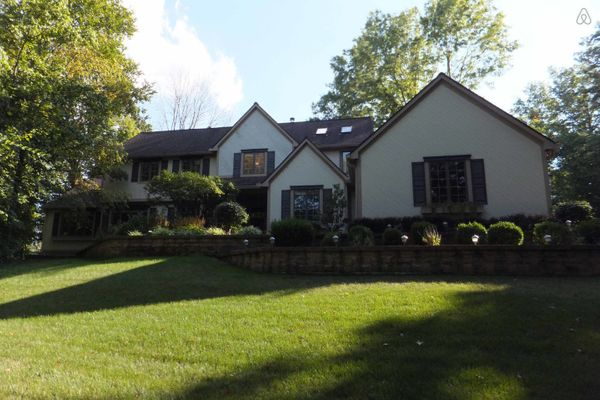 This property near Ohio State University offers a pool table, hot tub and sauna.<br>  <strong>City:</strong> Westerville<br>