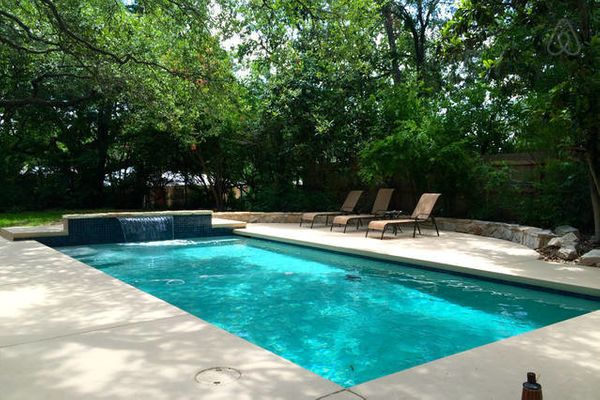 This property is close to downtown Austin and features a swimming pool and pool table.<br>  <strong>City:</strong> Austin<br>
