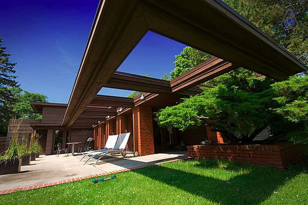 This property was designed by Frank Lloyd Wright for Life Magazine and sleeps eight people.<br>  <strong>City:</strong> Two R