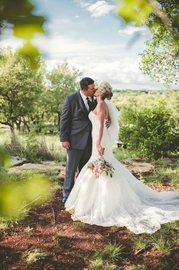 """How we love shooting weddings at @vistawestranch."" - Hibben Photography"