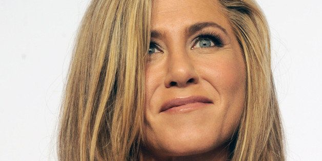 HOLLYWOOD, CA - FEBRUARY 22: Actress Jennifer Aniston poses inside the press room of the 87th Annual Academy Awards held at Loews Hollywood Hotel on February 22, 2015 in Hollywood, California.  (Photo by Albert L. Ortega/Getty Images)