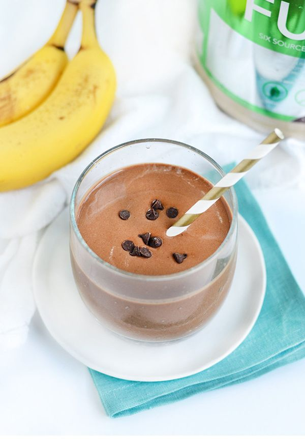 This shake's taste is comparable to brownie batter, but it's actually good for you and will fuel you through the morning. <br