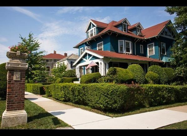 <em>Jennifer Arnow</em>