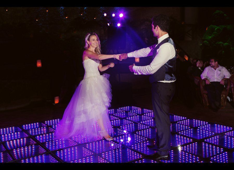 8d5c4890839 24 Weddings That Really Brought The Wow Factor With Lighting ...