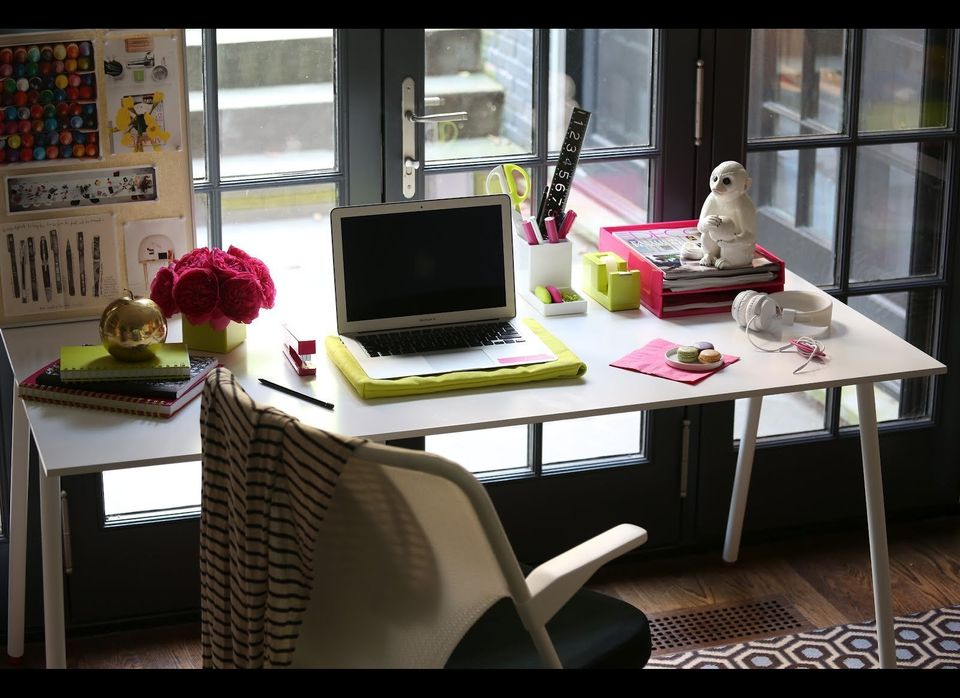 Sometimes, a good color-coordinated desk in your favorite hue creates the best study space. We love the contrast of this <a h