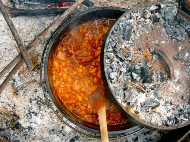 """<a href=""""http://www.seriouseats.com/recipes/2011/06/campfire-chili-in-a-dutch-oven-recipe.html"""" target=""""_blank"""">Get the recip"""