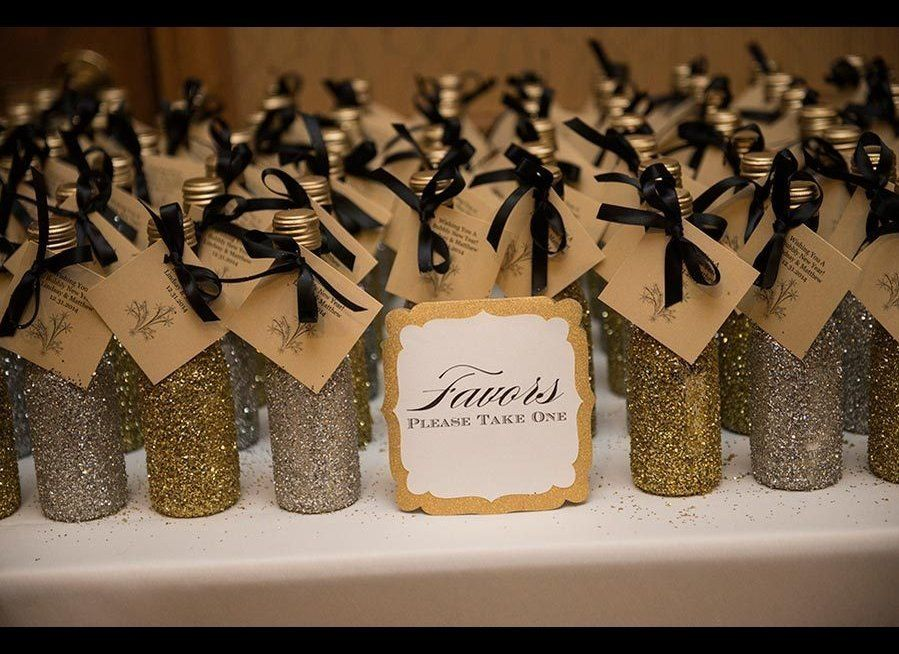 30 Wedding Favors Your Guests Will Actually Like Huffpost Life