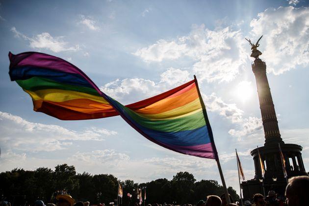 게이 클럽 폭탄 테러 음모를 꾸민 독일 십대가