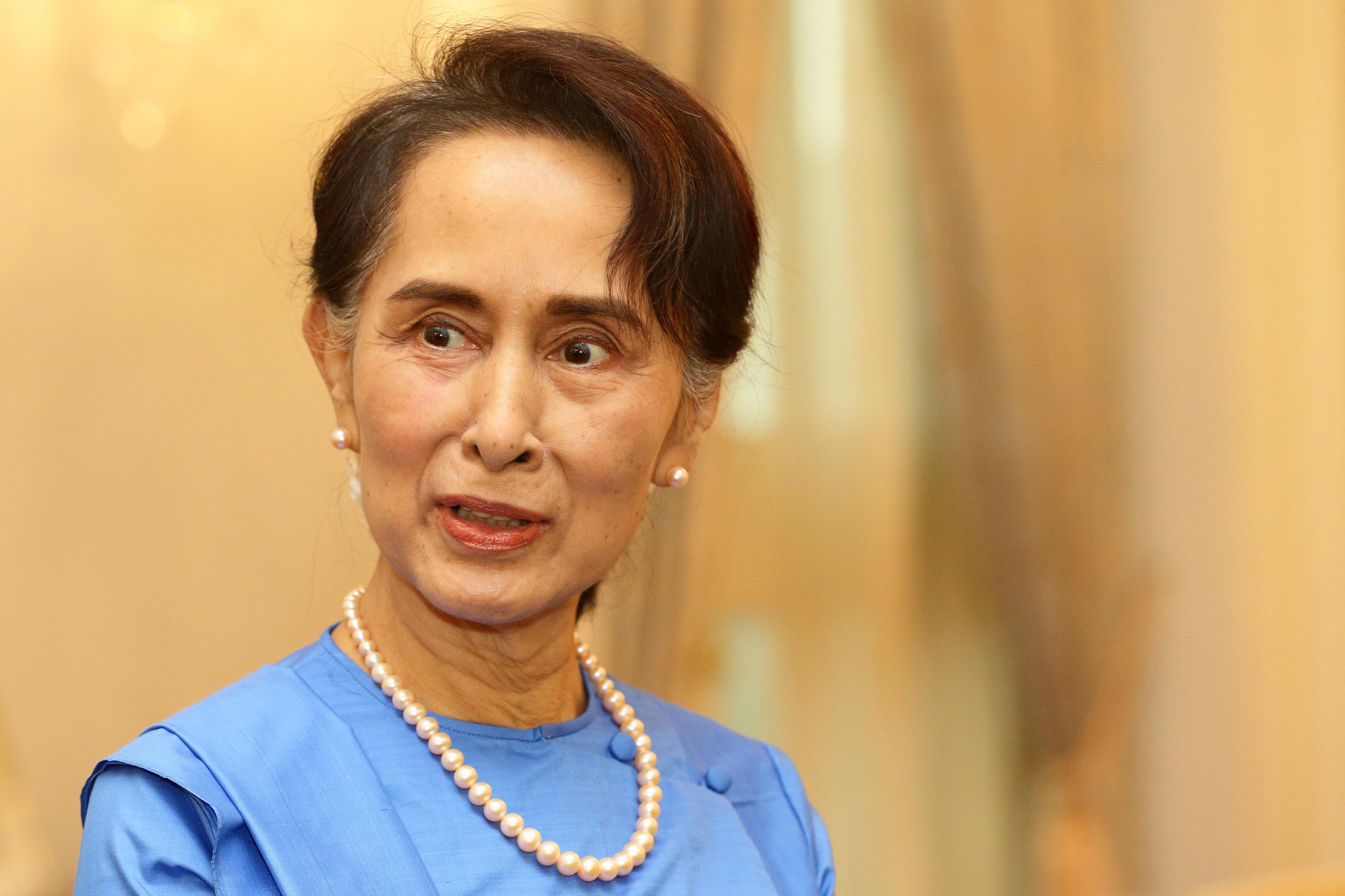 아웅산 수치가 로힝야족 학살을 취재한 로이터 통신 기자들의 체포를
