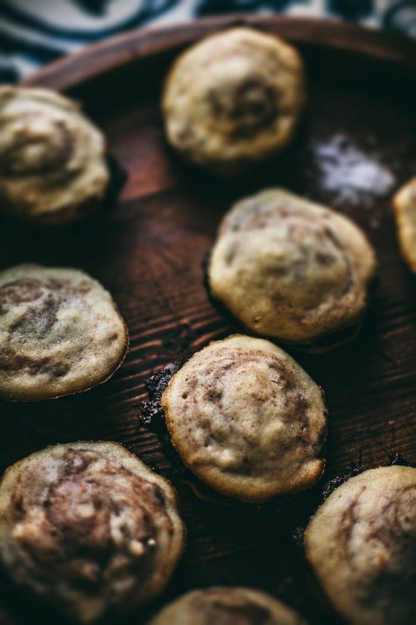 "<strong>Get the <a href=""http://www.adventures-in-cooking.com/2014/02/cappuccino-whoopie-pies-with-salted.html"" target=""_blan"