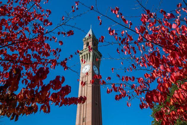 Γιατί το Πανεπιστήμιο του Μπέρμιγχαμ κατηγορείται για τις αυτοκτονίες φοιτητών