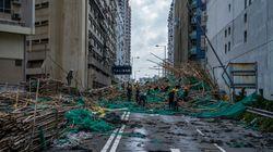 O τυφώνας Μανγκούτ πλήττει τη νότια