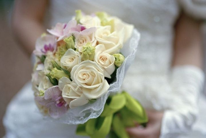 When Amber and Chris couldn't use their wedding flowers, the couple donated them to the Atrium Health Levine Cancer Ins