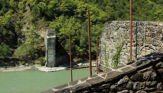 Γεφύρι της Πλάκας: 3.5 χρόνια μετά την κατάρρευση ξεκίνησε το μεγαλύτερο πρότζεκτ αναστήλωσης πέτρινης γέφυρας στον