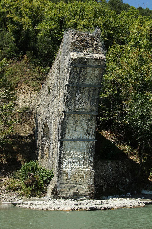 Γεφύρι της Πλάκας: 3.5 χρόνια μετά την κατάρρευση ξεκίνησε το μεγαλύτερο πρότζεκτ αναστήλωσης πέτρινης...