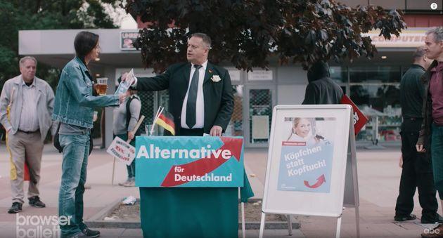 Ein gigantischer Aufreger für die AfD: Ein nachgebildeter Stand der Partei in einem