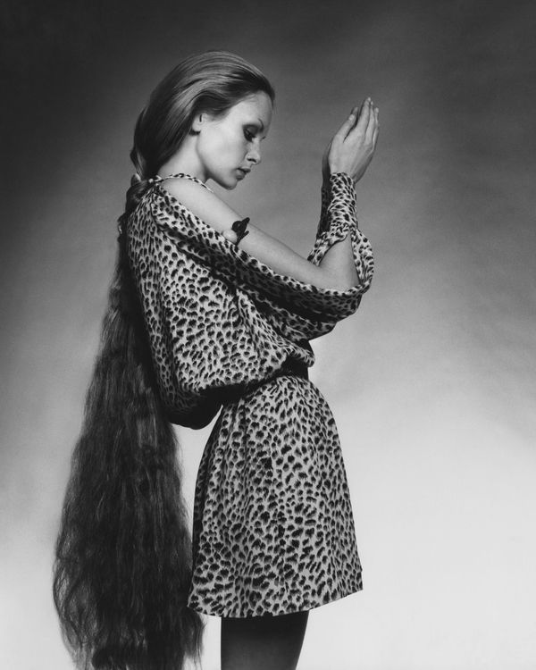 Twiggy wears a short, leopard-print tunic dress with slashed sleeves by Bill Tice for Royal Robes.