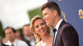 Scarlett Johansson and Colin Jost arrive for the 70th Emmy Awards at the Microsoft Theatre in Los Angeles, California on September 17, 2018. (Photo by VALERIE MACON / AFP)        (Photo credit should read VALERIE MACON/AFP/Getty Images)