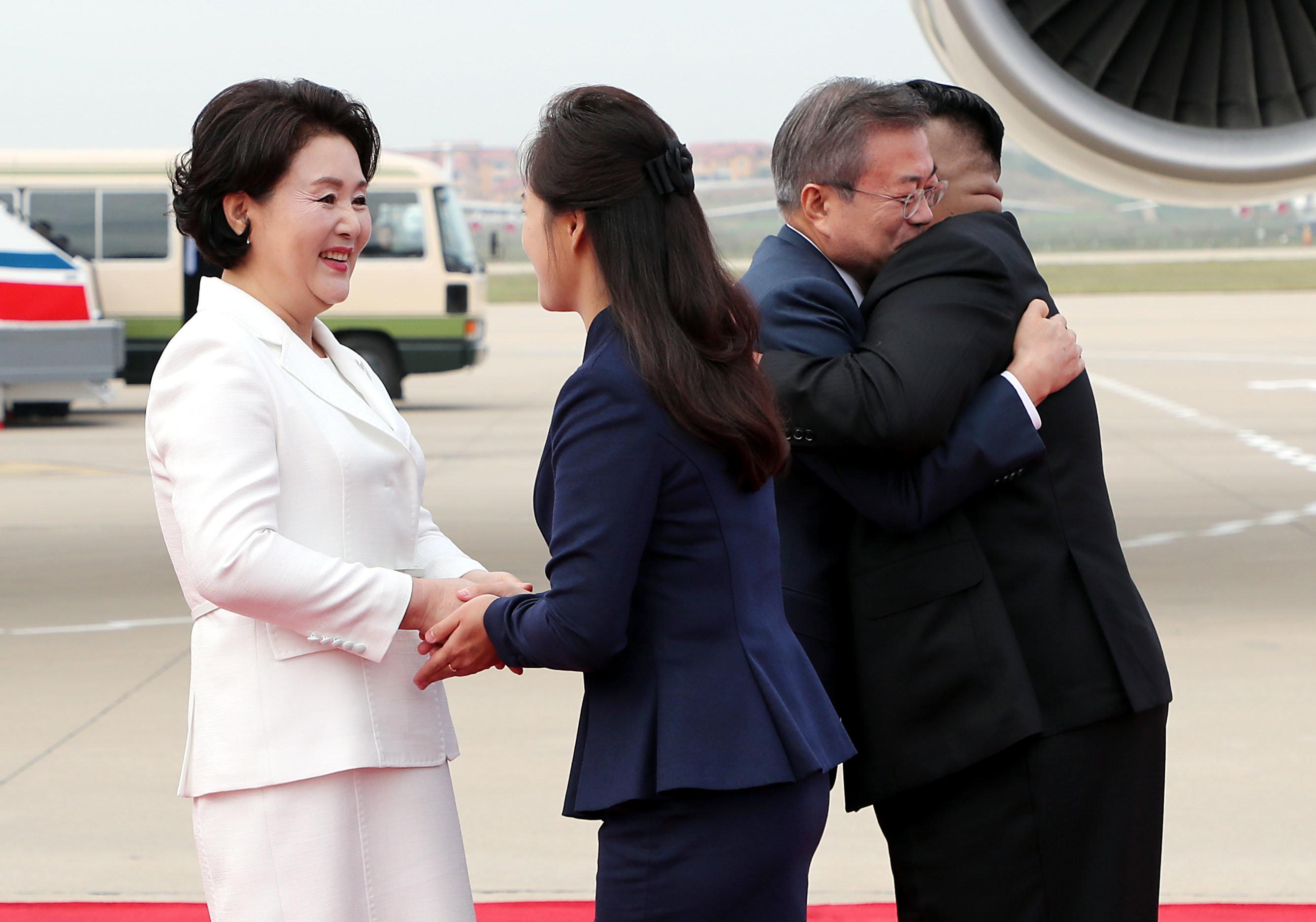 [남북정상회담] 북한 의장대를 사열한 문재인 대통령과 김정은 위원장 (화보)