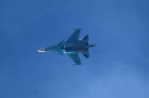 Un avion de chasse russe suvole Arbin en Syrie, le 20 février