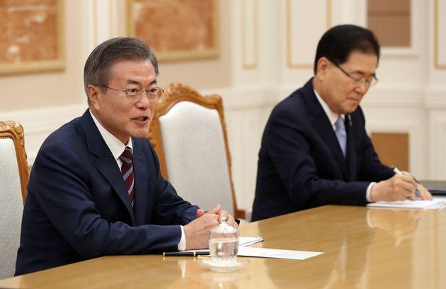 문재인 대통령이 18일 오후 평양 조선노동당 중앙위원회 본부 청사에서 열린 김정은 국무위원장과의 정상회담에서 인사말을 하고