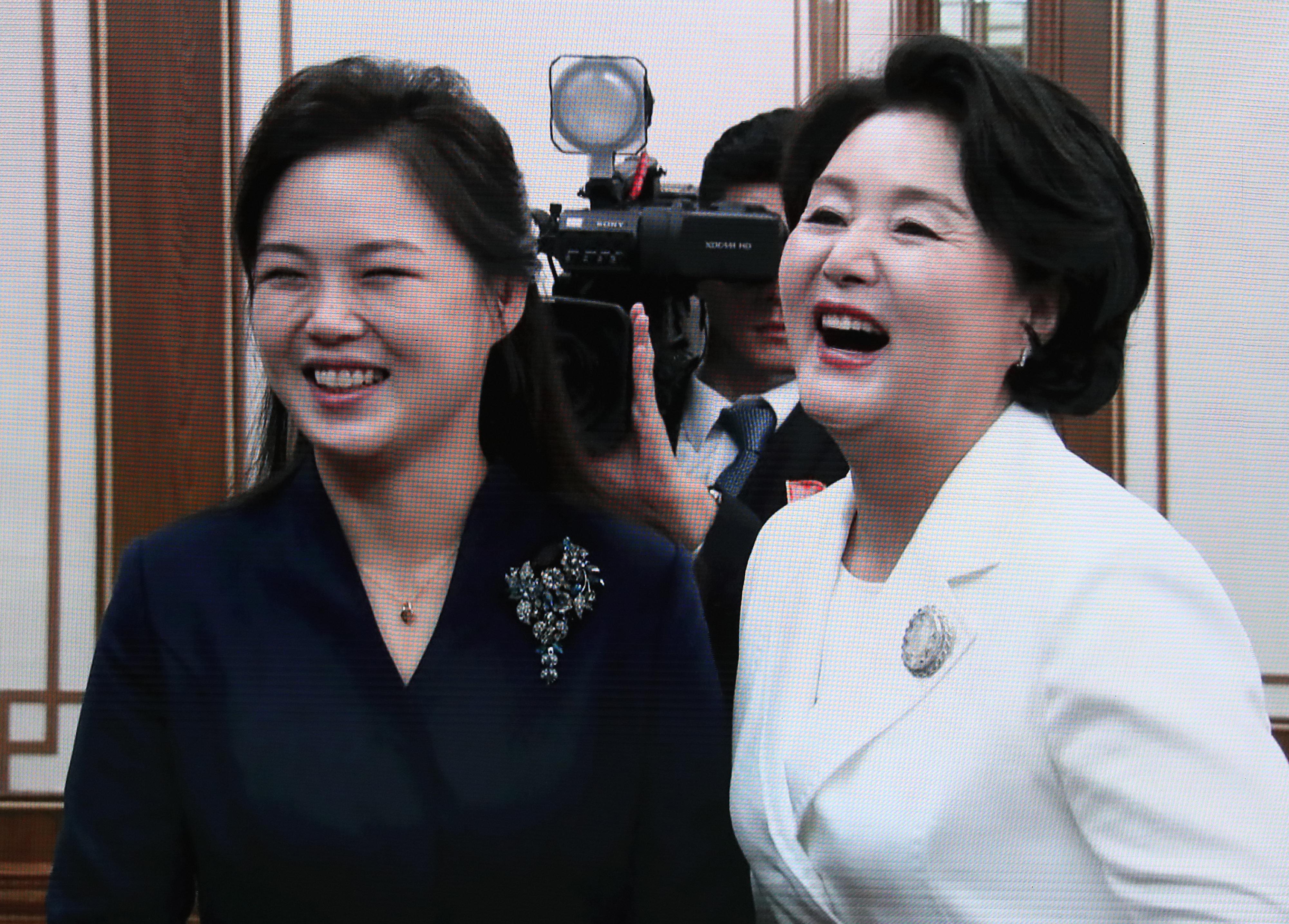 가수 지코를 김정숙 여사는 리설주 여사에게 이렇게 소개했다