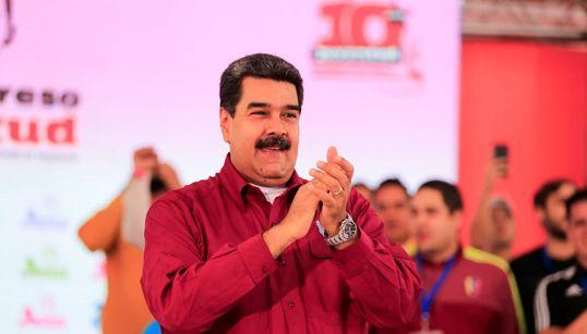 Ο Μαδούρο έτρωγε στο ακριβό εστιατόριο του Τούρκου σεφ Salt Bae ενώ η Βενεζουέλα πεθαίνει της