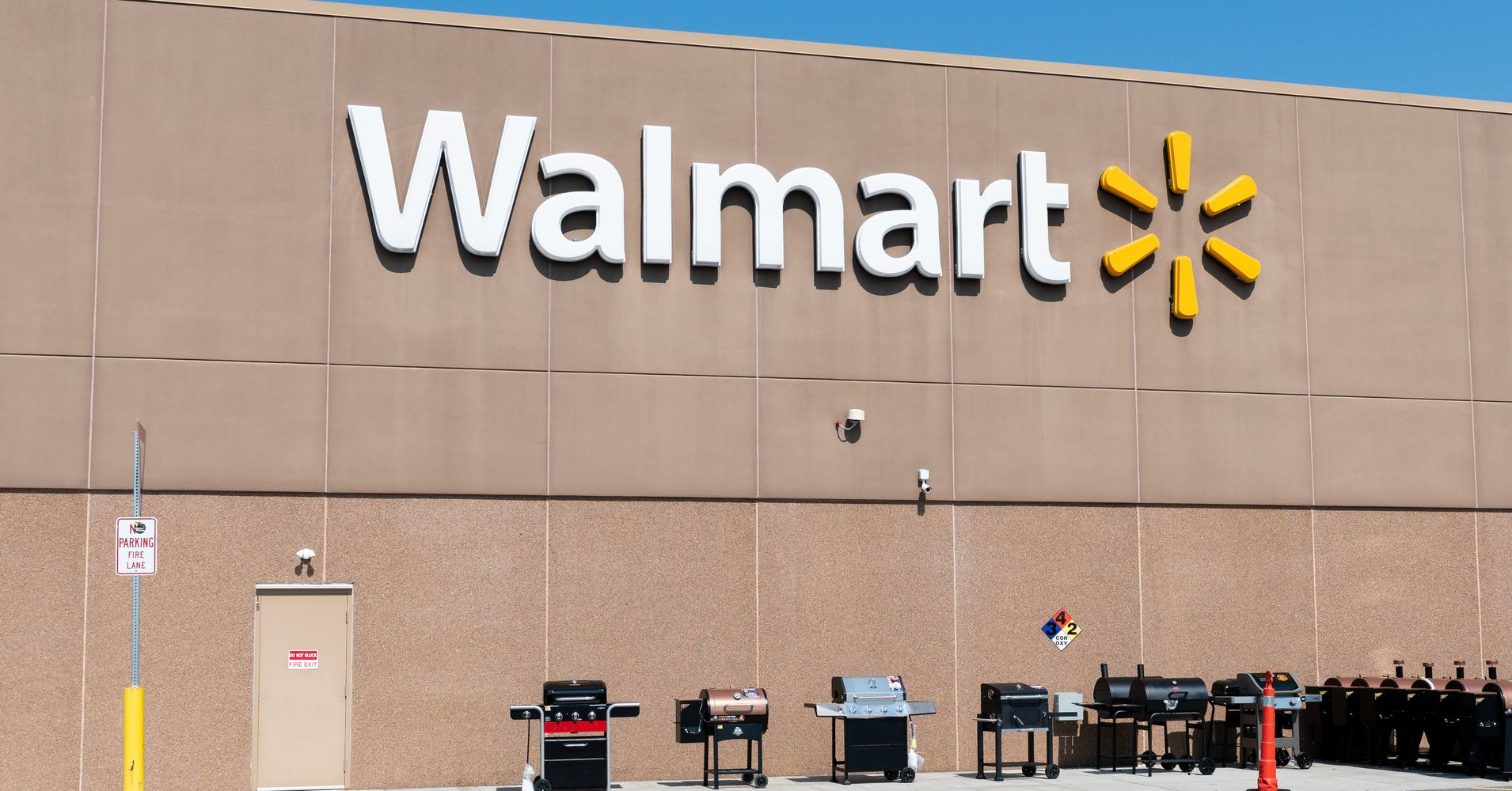 Lithuania Says Walmart Has Agreed To Stop Selling Soviet-Themed T-Shirts | HuffPost