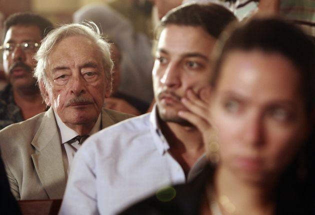 L'acteur Gamil Ratib (à gauche) lors de l'enterrement du réalisateur égyptien Youssef...