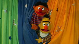 Ernie (li.), 'Bert' (re.), Festakt, '30. Geburtstag der Sesamstrasse' ARD, Hamburg, 22.01.2003, Puppen, Vorhang,; (Photo by Peter Bischoff/Getty Images)