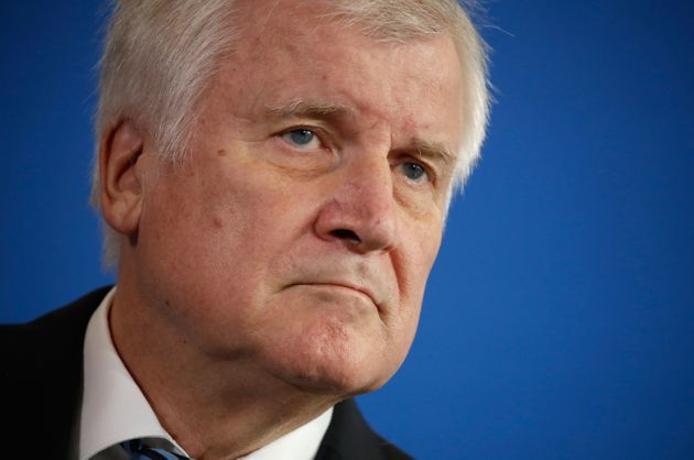Bundesinnenminister Horst Seehofer macht die Große Koalition zu einem Kampfplatz gegen seine Erzfeindin...