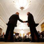 Trump trifft Polens Präsidenten – jetzt sorgt ein Foto der beiden für