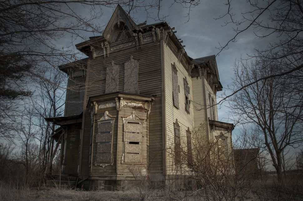 The Nova House (Youngstown, Ohio) was the place where Benjamin Albright shot and killed his son by accident then killed himse