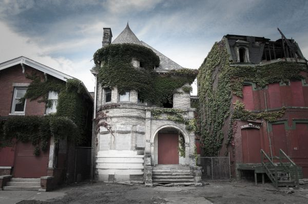 The Temple Haunted Mansion (Detroit, MI) was the home of a triple murder that took place in August 1942.