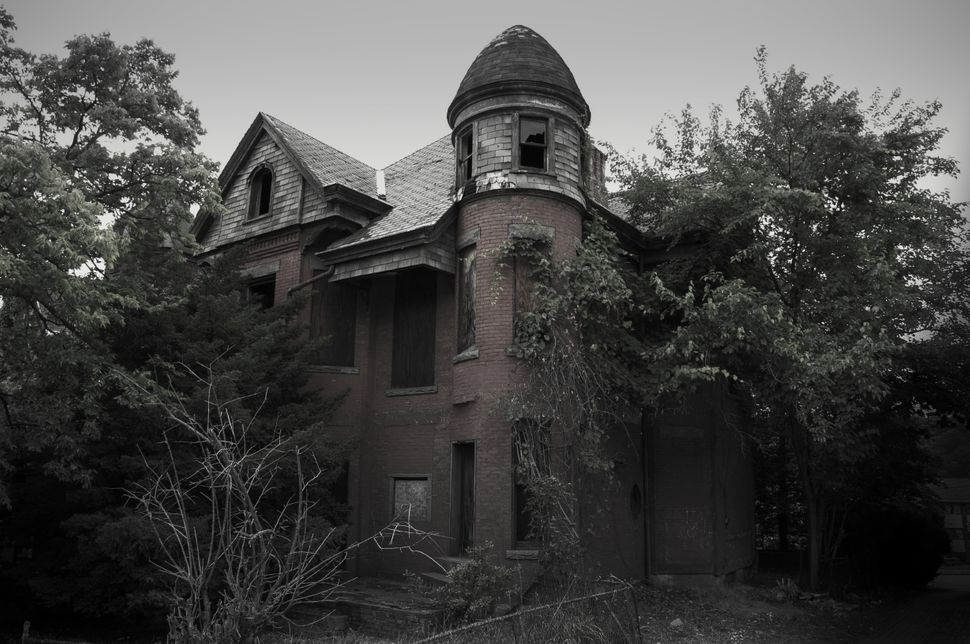 "The Bailey Mansion (Hartford, Connecticut) is the haunted house that inspired the popular television series ""American Horror"