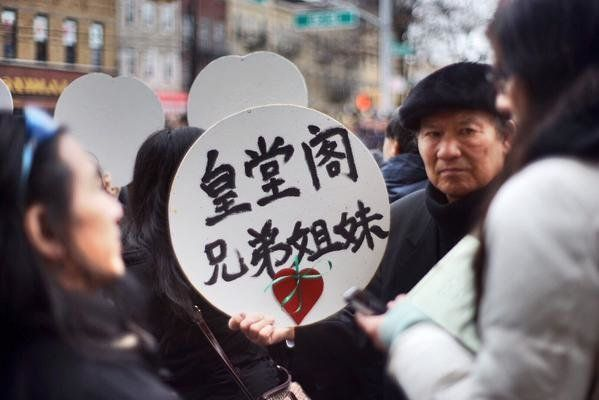 Residents express their sympathies during the funeral for slain NYPD officer Wenjian Liu in Brooklyn on Sunday, Jan. 4, 2015.