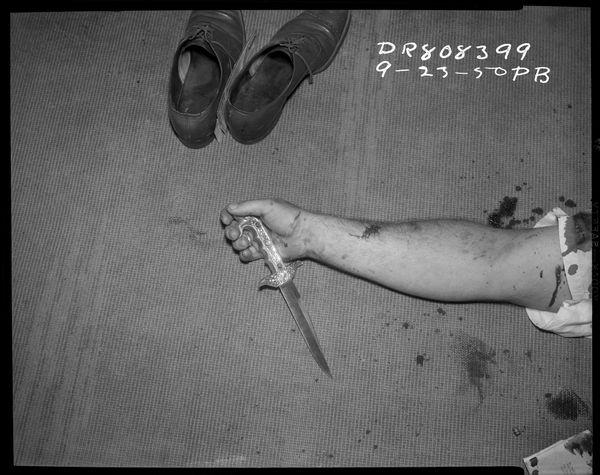 구두, 팔 그리고 한 자루의 칼 Date: 9/23/1950