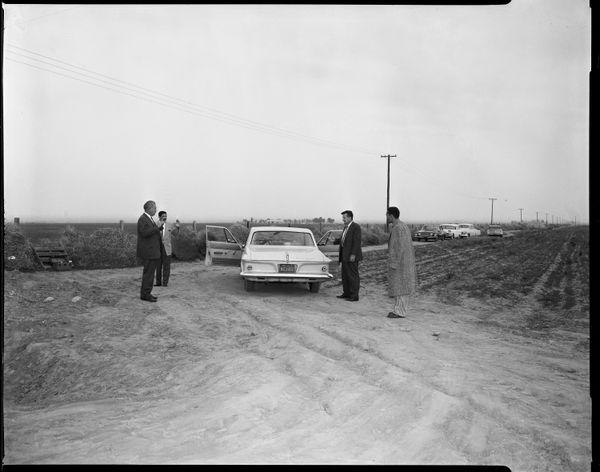 양파밭에서 사건을 재연하다  Date: 1963