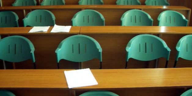 Classroom photo at De La Salle Dasmariᅢテᅡᄆas, Philippines.