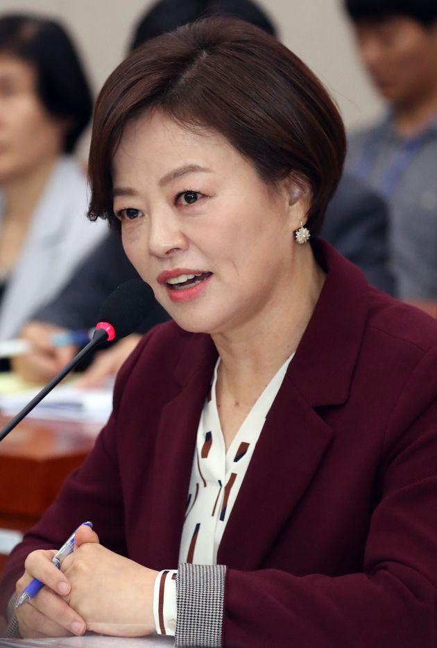 한 자유한국당 의원이 진선미에게