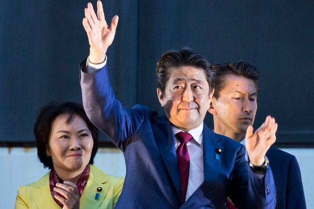 日 아베 총리가 자민당 총재선거에서 3선에