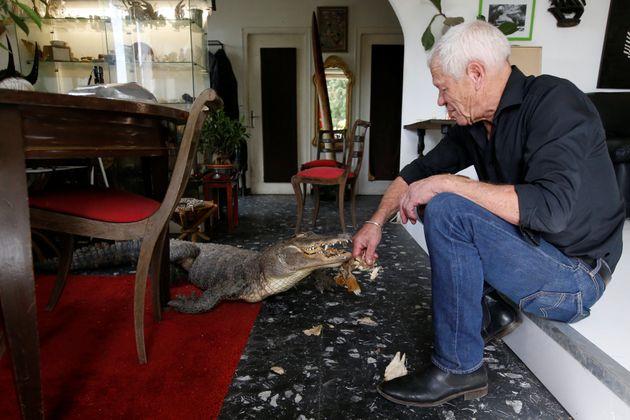 Ο 67χρονος Γάλλος που ζει παρέα με πάνω από 400 ερπετά και εξημερωμένους