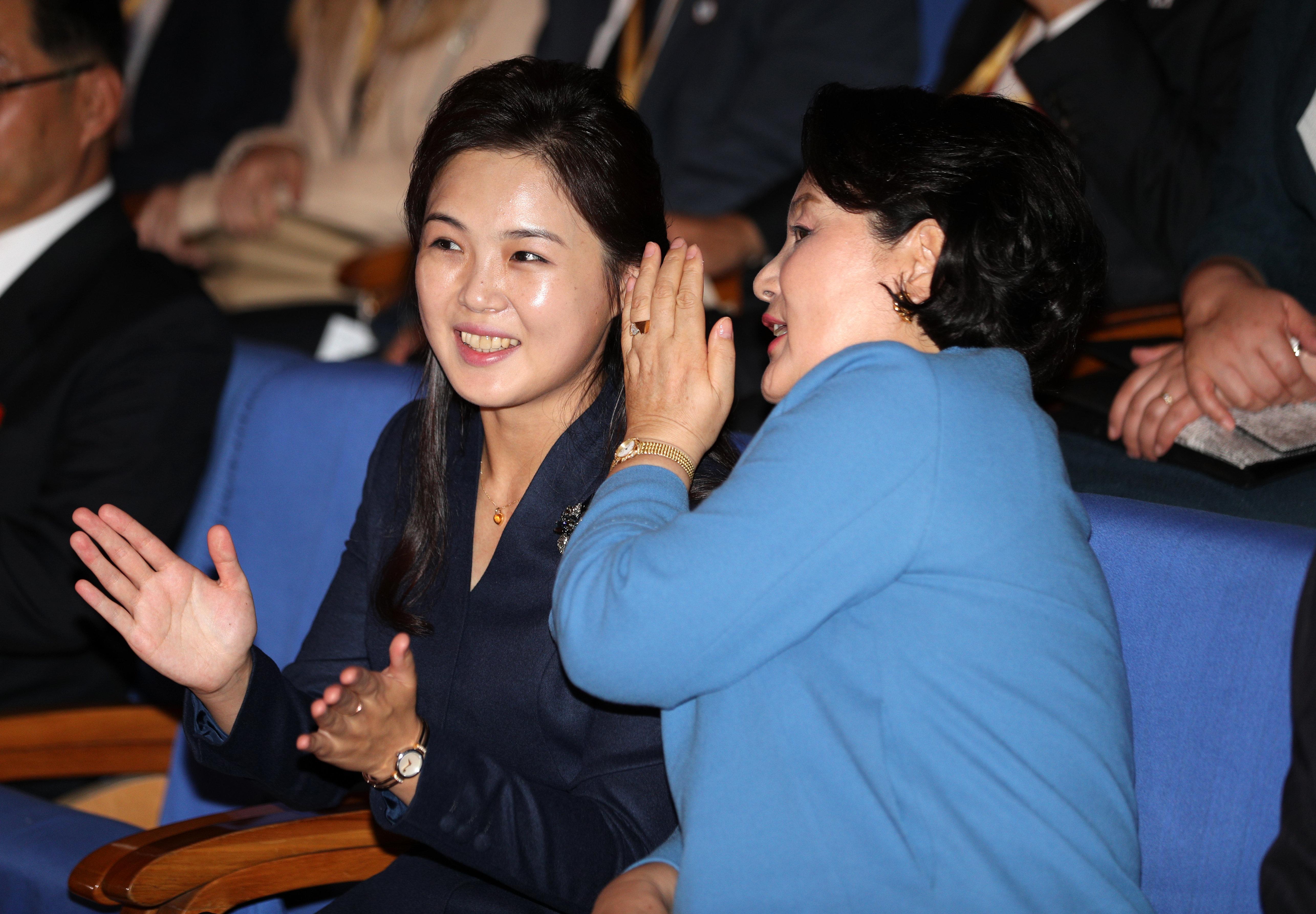 12장의 사진으로 보는 김정숙 여사와 리설주 여사의 2박