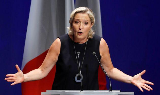 Δικαστήριο στη Γαλλία διατάσσει τη Λε Πεν να πάει σε ψυχίατρο