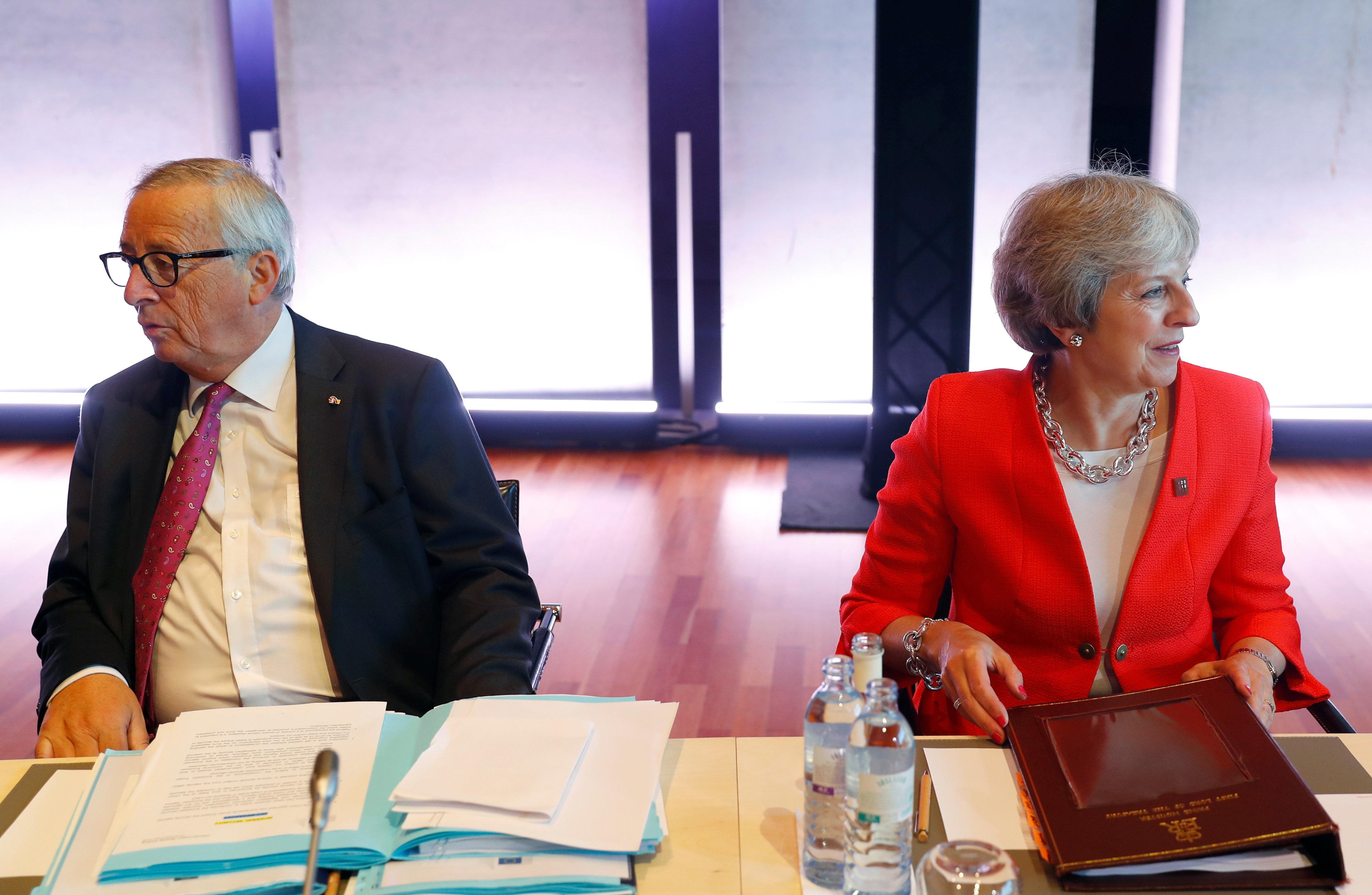 Οι 27 της ΕΕ απορρίπτουν την πρόταση Μέι για το Brexit ενώ πλησιάζει η «ώρα της