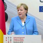 Angela Merkel: Technik bei Konferenz streikt – die Kanzlerin wird