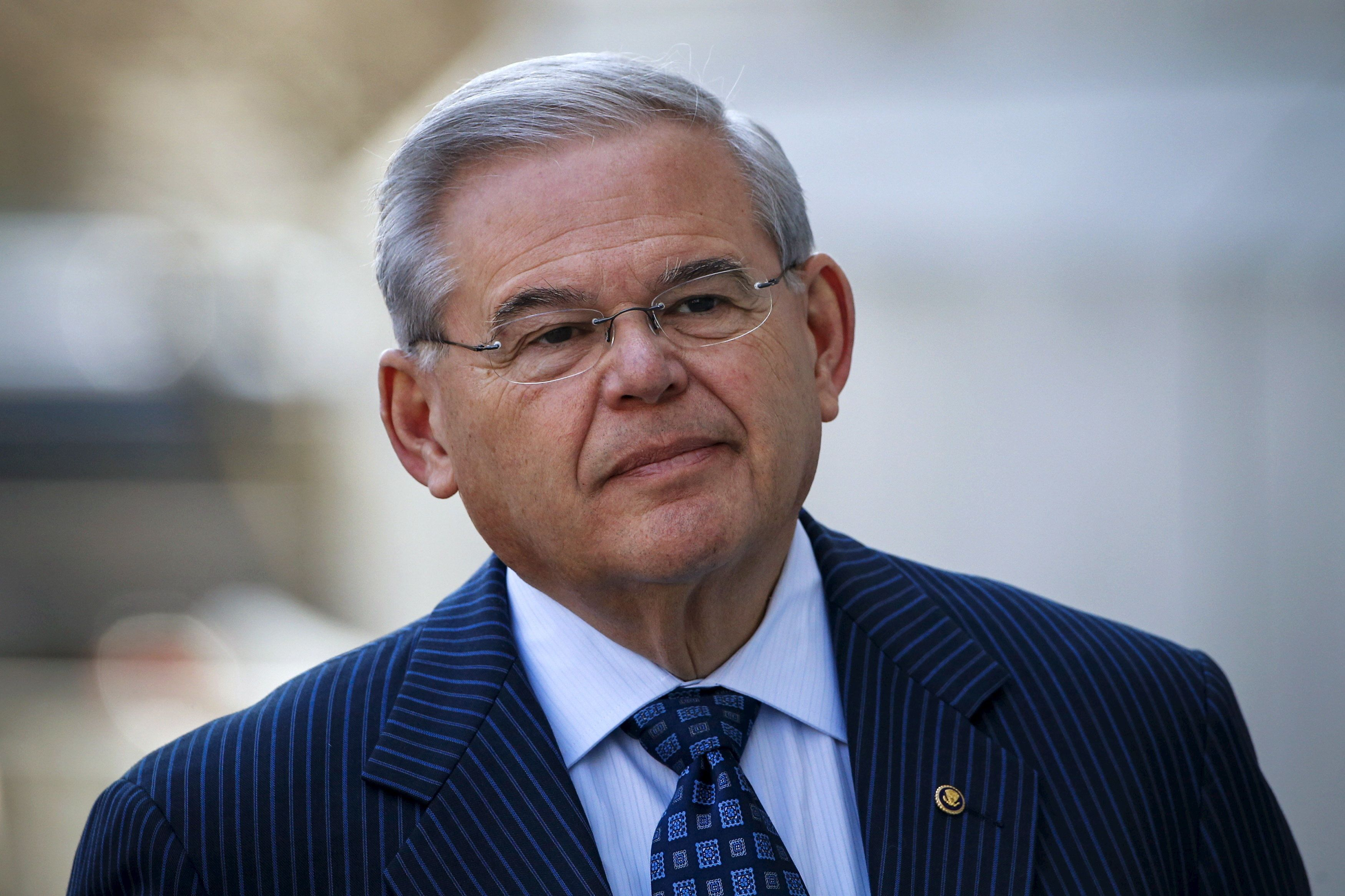 U.S. Senator Bob Menendez (D-NJ) arrives to the Federal court in Newark, New Jersey April 2, 2015. Senator Menendez of New Jersey was indicted on corruption charges, allegations that the high-ranking Democrat vowed to fight at a news conference on Wednesday night. REUTERS/Eduardo Munoz