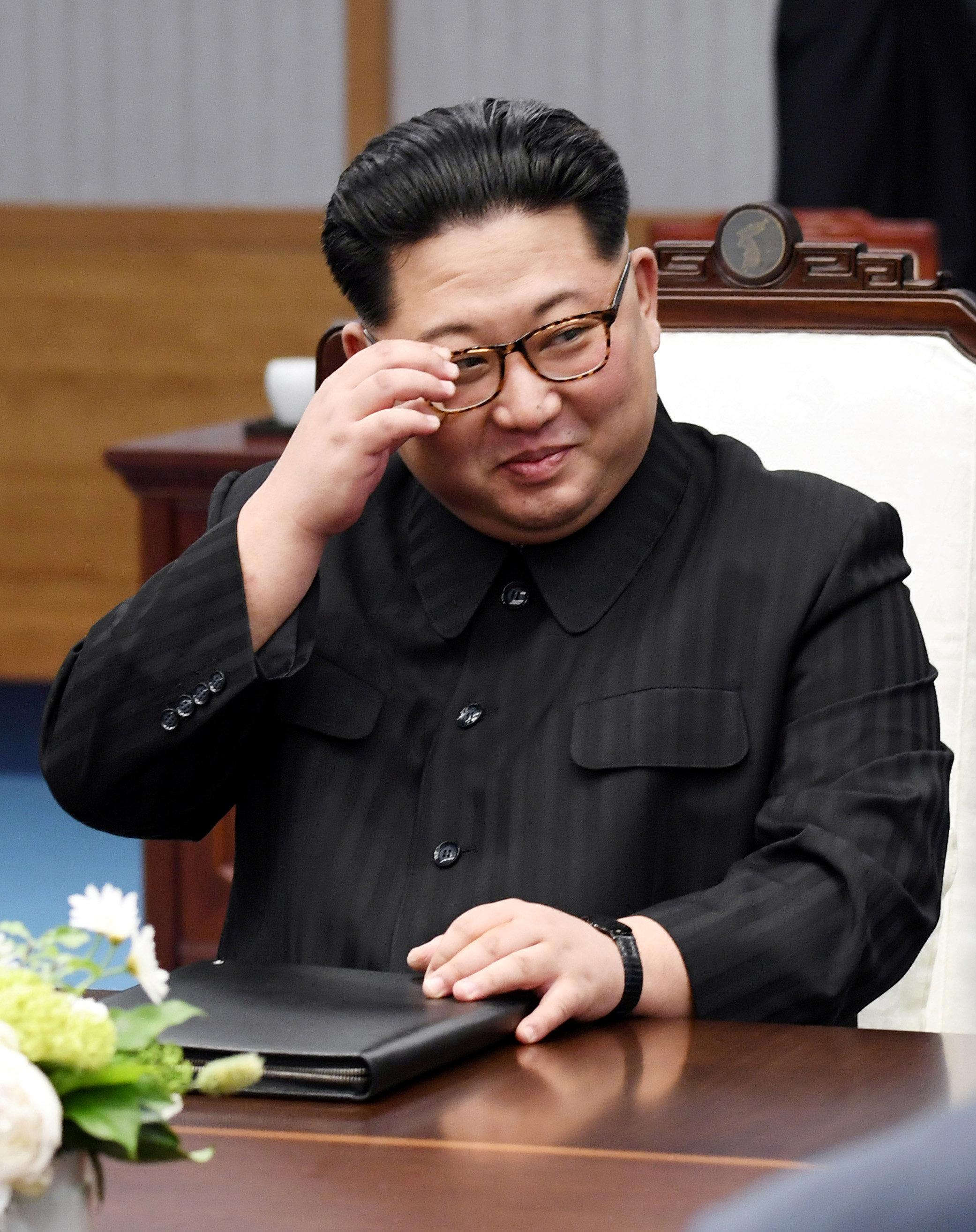 김정은이 백두산에서 '손가락 하트'를 했고, 한국 인터넷은 난리다